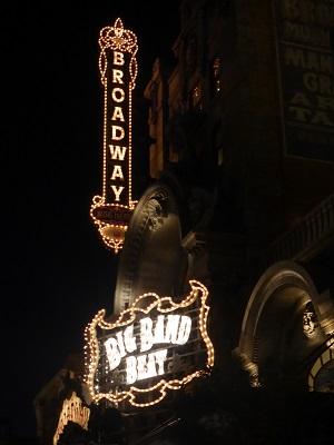 ビッグバンドビートの夜の看板