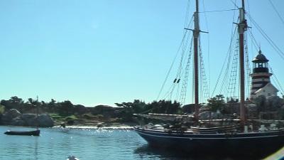 快晴のケープコッド、港と船と灯台の風景