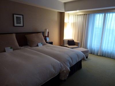 ホテルグランヴィア京都のベッドとソファ