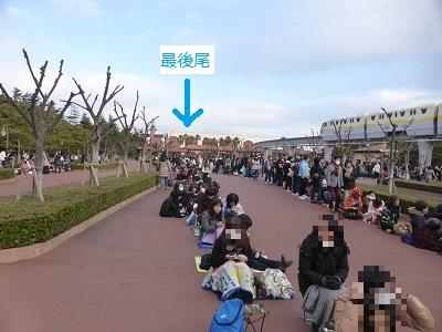 東京ディズニーシーの開園待ちに並ぶ長い列