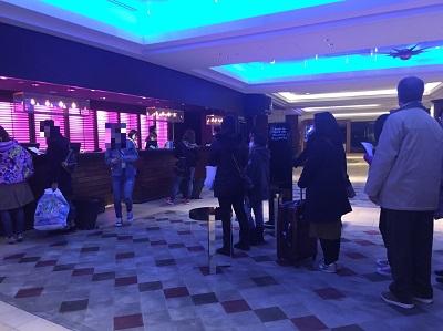 シェラトン・グランデトーキョベイホテルのレセプションの順番待ちの列
